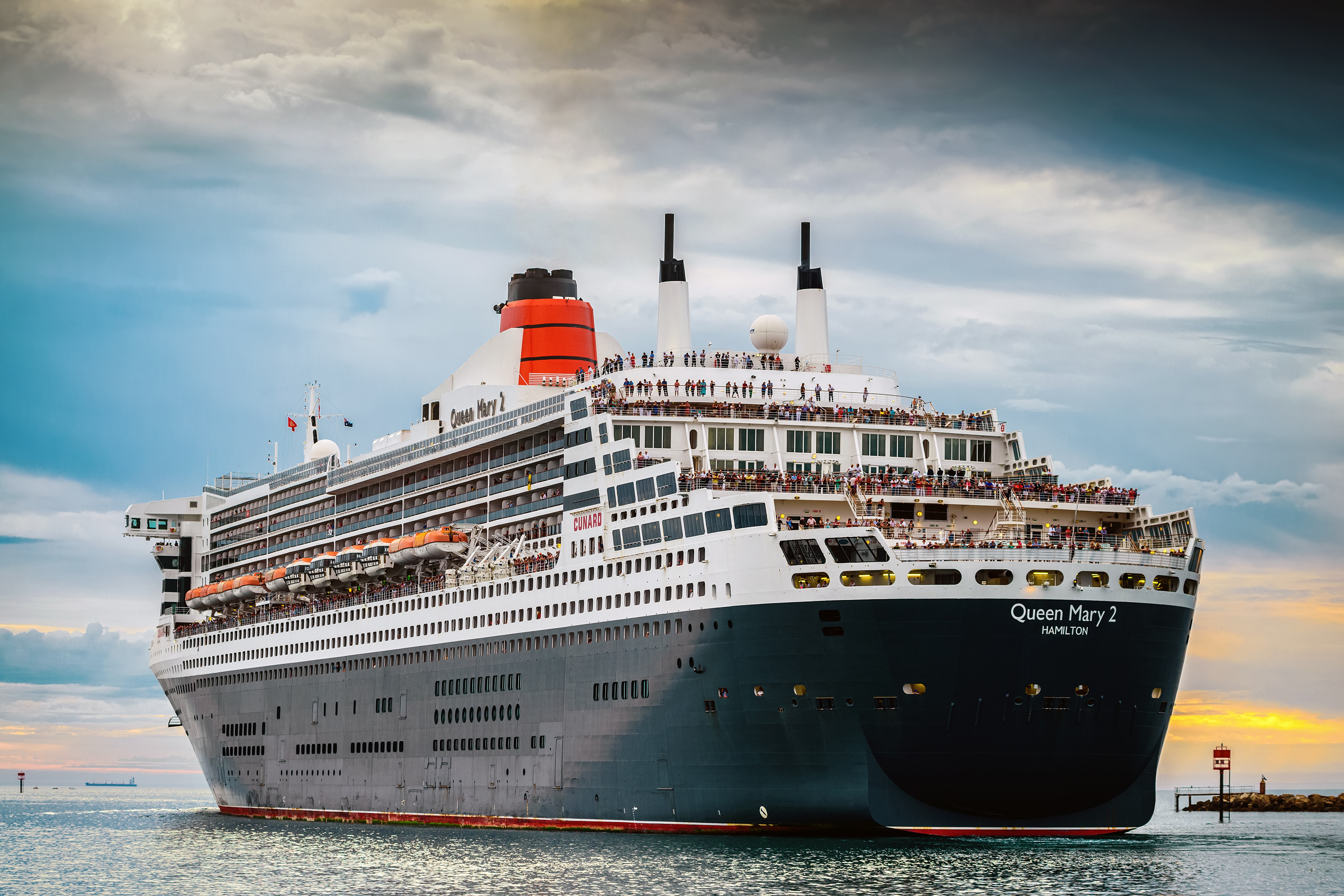 Maritime attorney explains passenger overboard on queen mary 2 for Queen mary 2 interieur